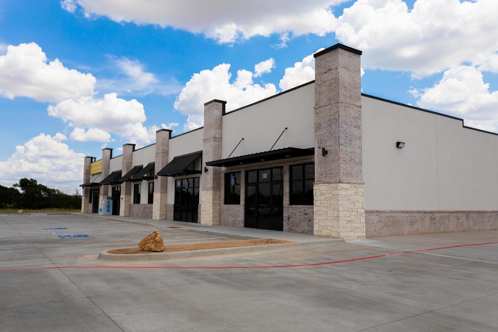 M_and_R_Liquor_Amarillo_ Building_4_Cole_Stanley
