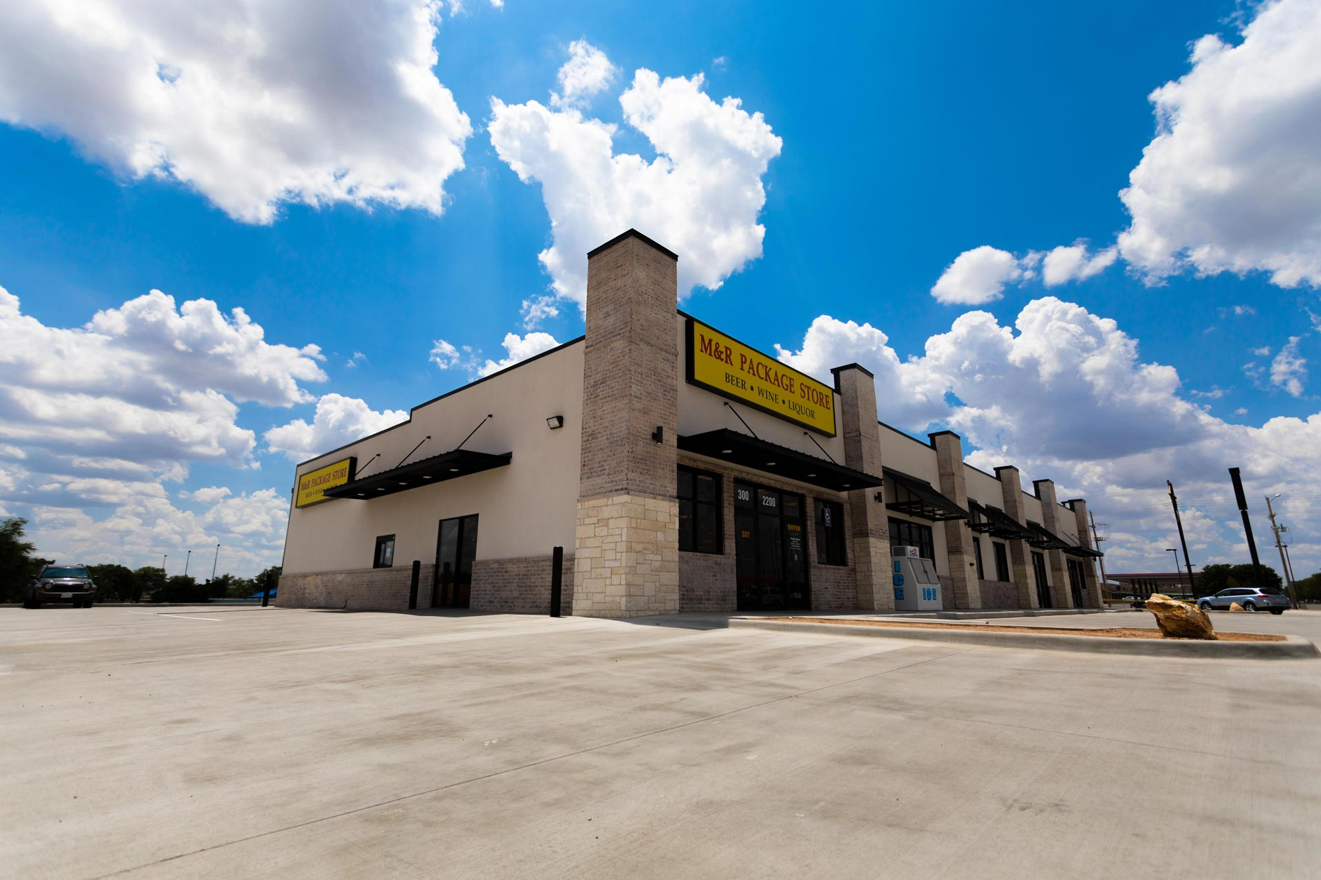 m_and_r_package_store_cole_stanley_builders_amarillo_commercial_building